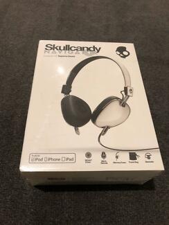 Skullcandy Navigator Headphone NEW Sealed for Apple $25