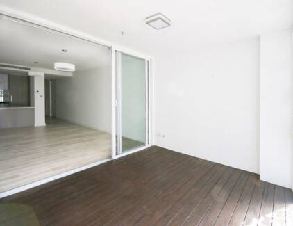 FABULOUS 2 BEDROOM APARTMENT IN THE HEART OF NORTH SYDNEY